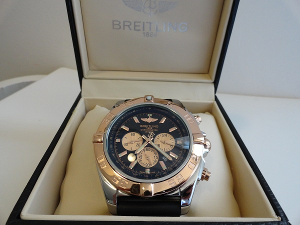 Breitling-Chronomat-Rose-Gold-Replica-Watch-Photo-Review
